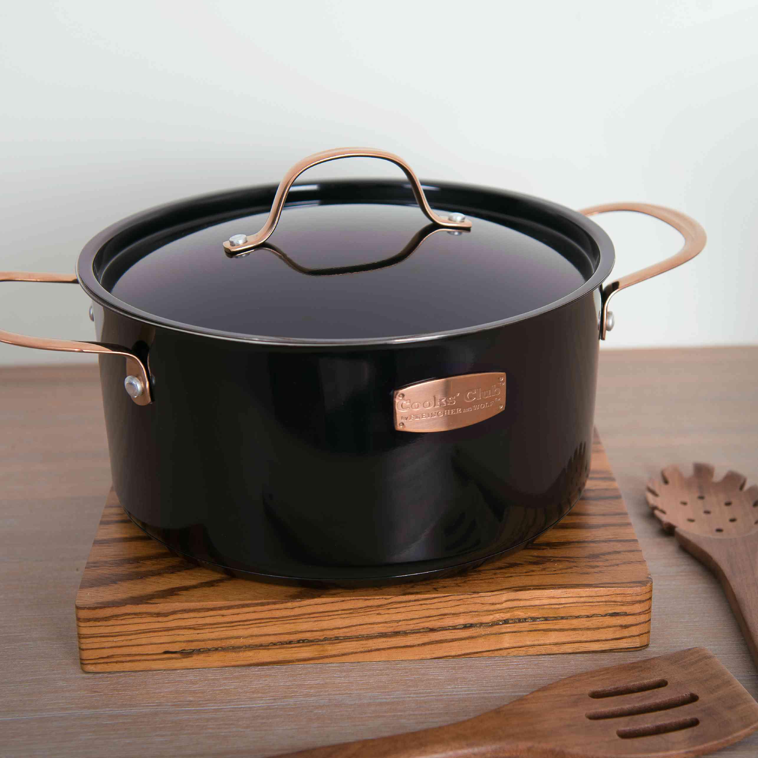 Cooks' Club CO Memphis 5.7 Quart Black Dutch Oven