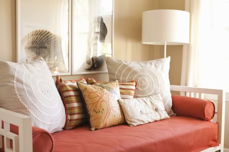 How To Decorate A Studio Apartment Mesmerizing How To Decorate A Daybed With Pillows