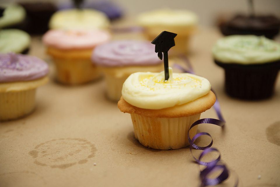 graduation party themed cupcakes