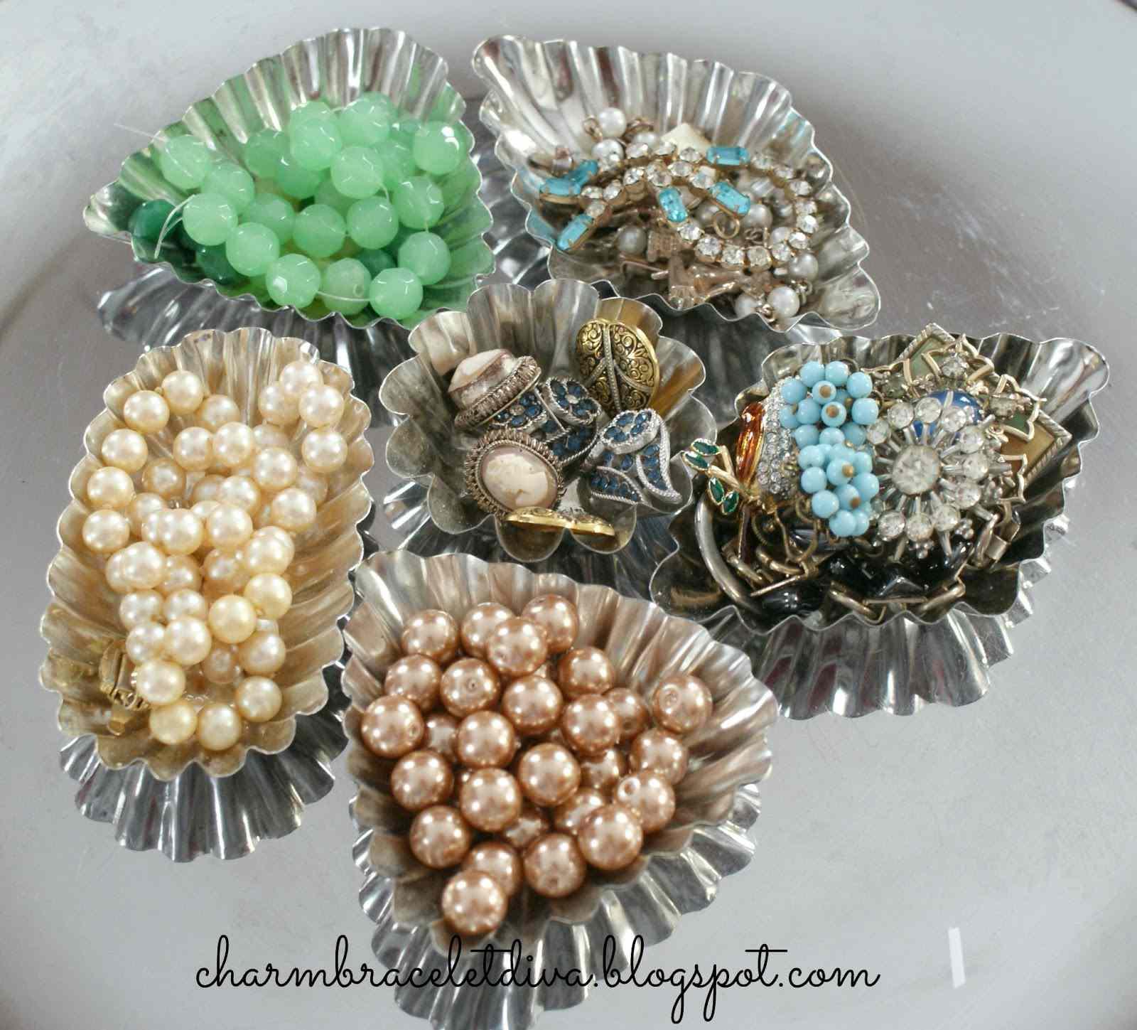 10 Vintage Jewelry Display Ideas