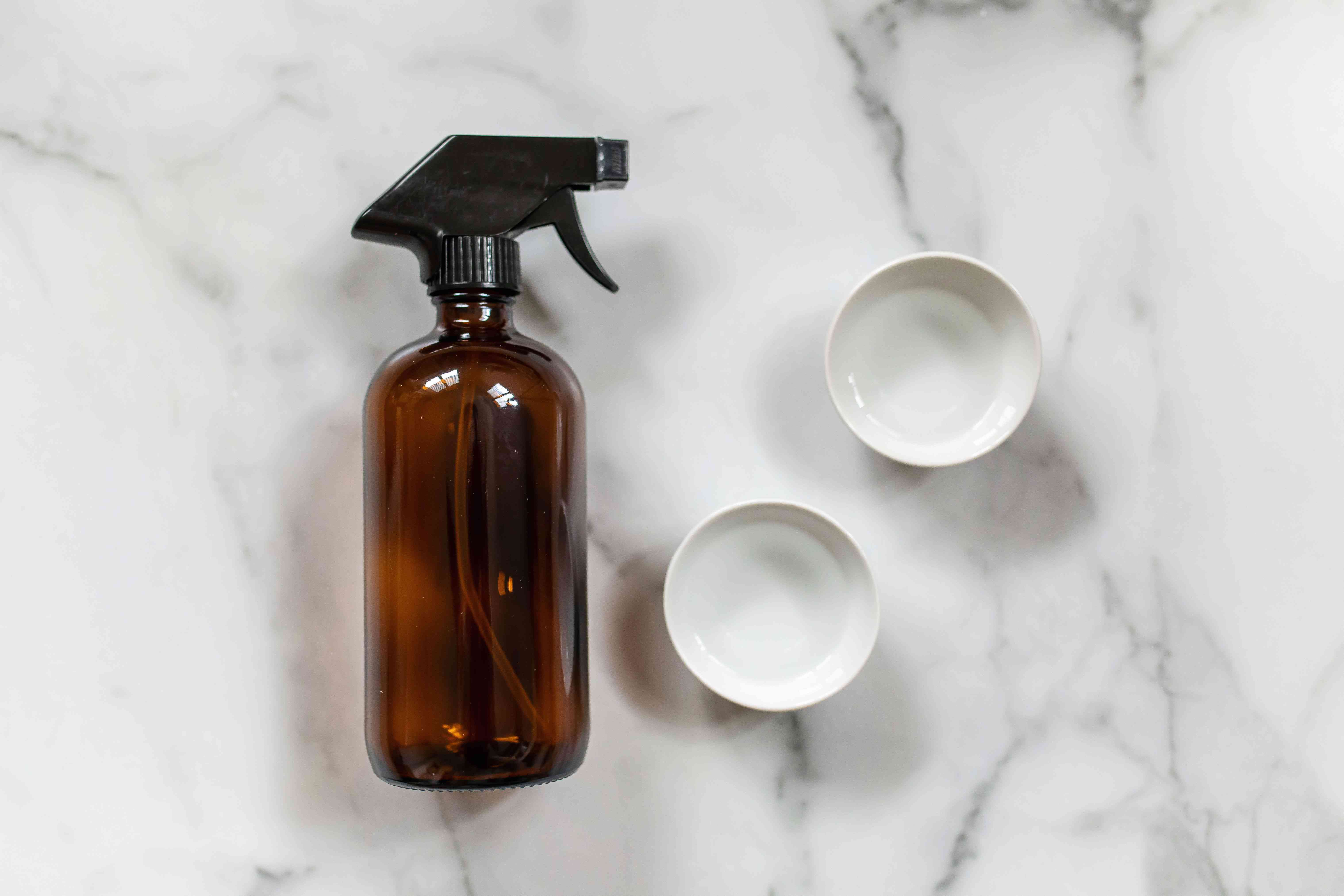 Ingredients for vinegar and alcohol glass cleaner