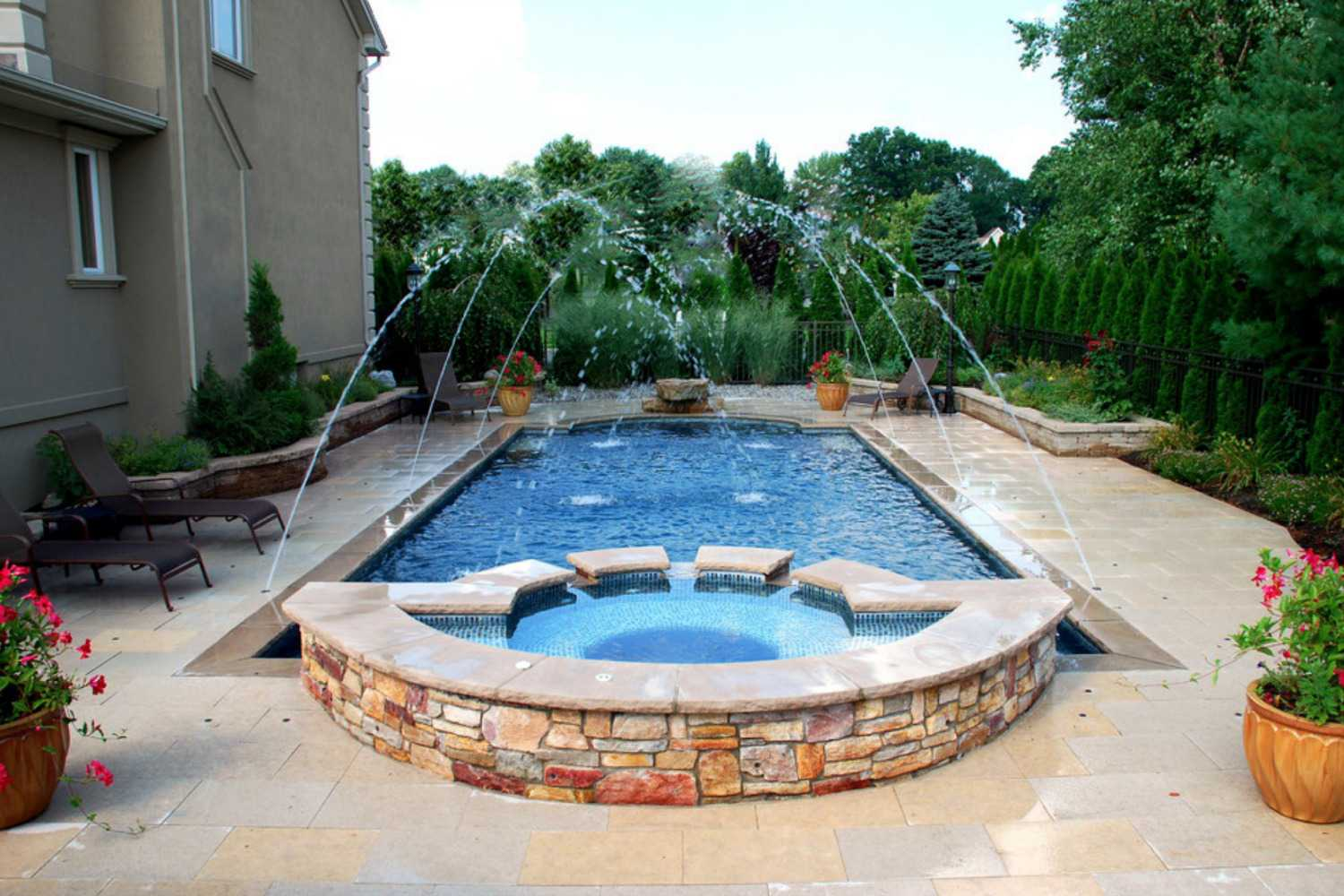 Swimming pool fountains