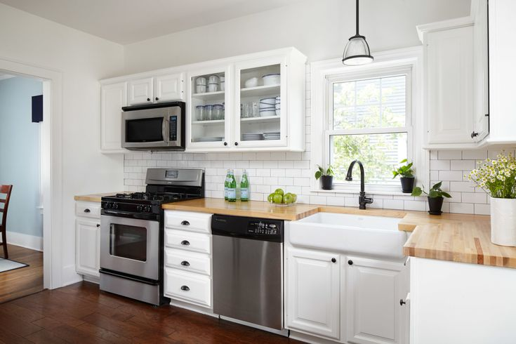 16 Modern Kitchens With Butcher Block, Oak Kitchen Cabinets With White Countertops