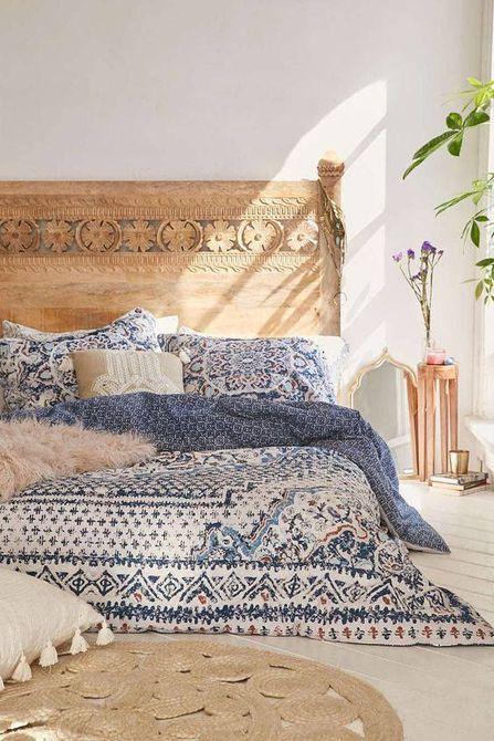 Una habitación de estilo mediterráneo