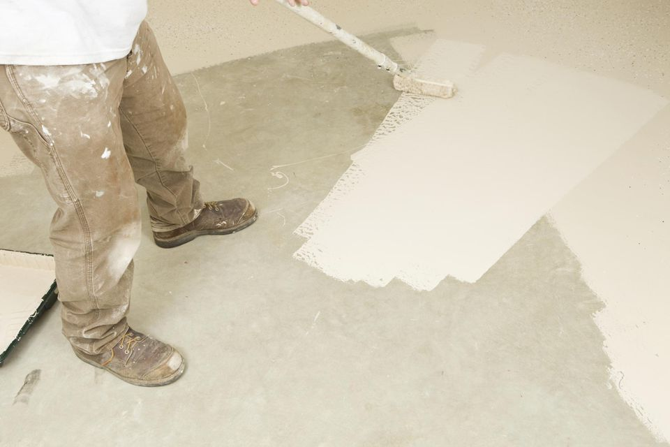 Epoxy application to concrete floor