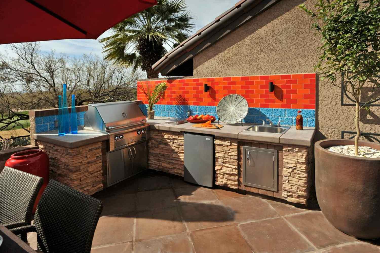 condo outdoor kitchen
