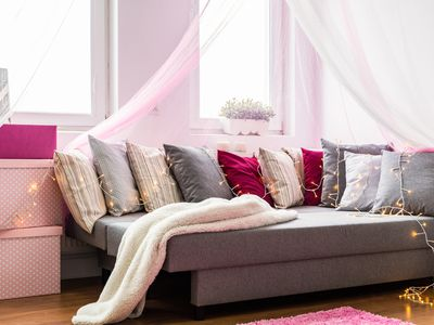 girls bedroom with daybed and pillows