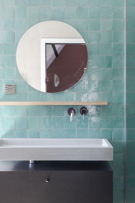Protector contra salpicaduras de baño azul