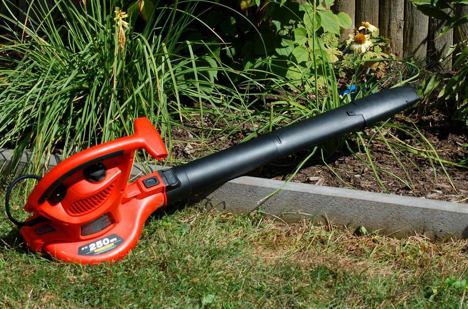 Image of a Black & Decker leaf blower.