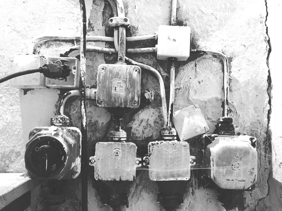 Single-pole circuit breaker mounted on a wall.
