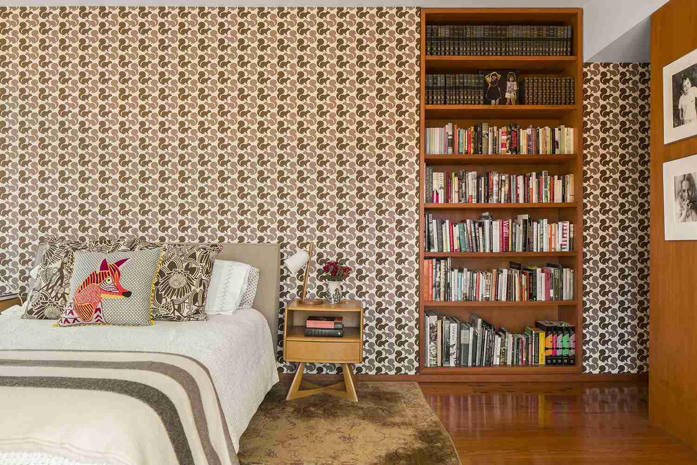 retro wallpaper in bedroom
