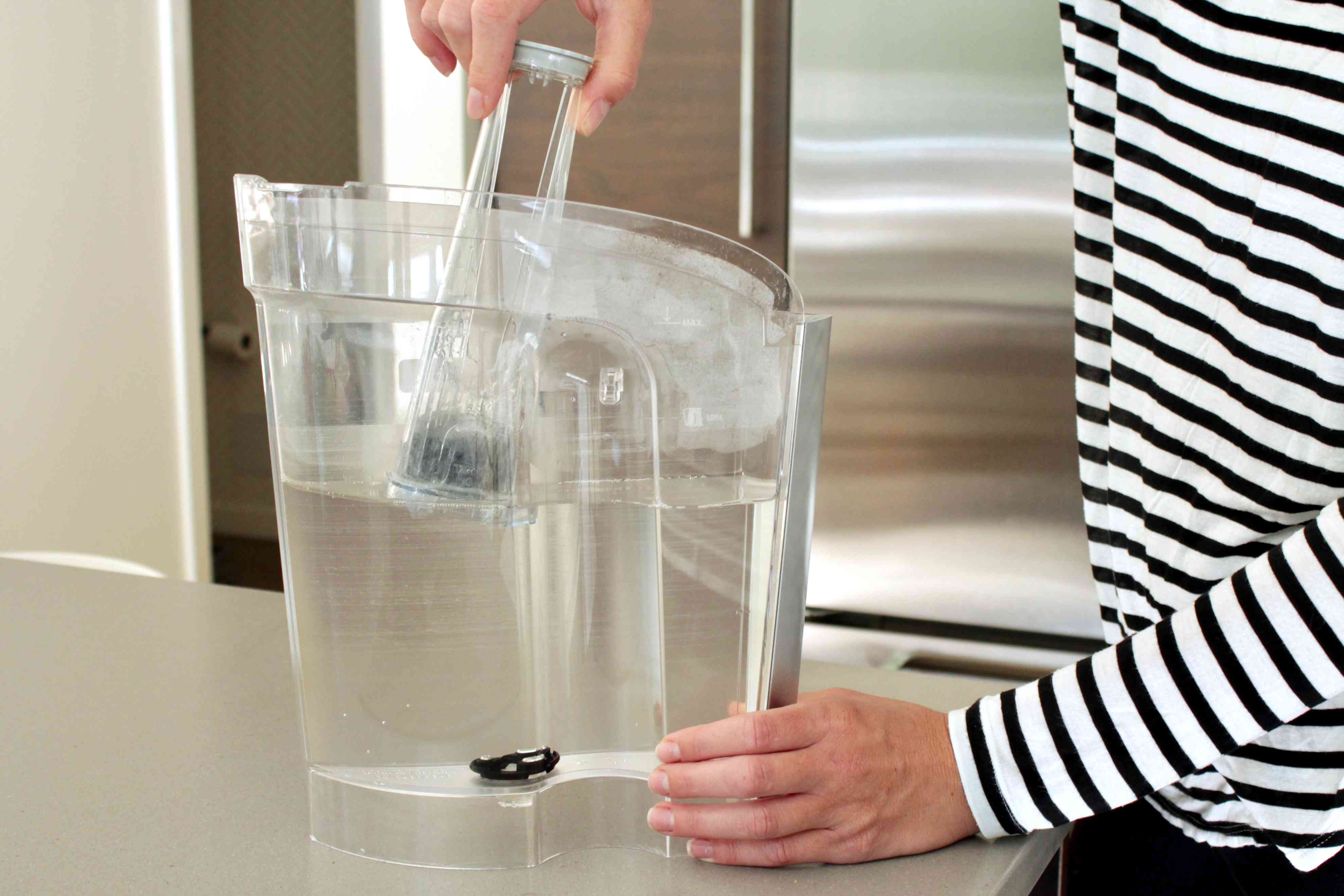 removing the water filter