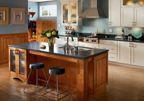Kraftmaid Kitchen Island and Chairs