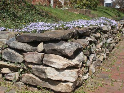 Build A Stone Retaining Wall Landscaping Ideas