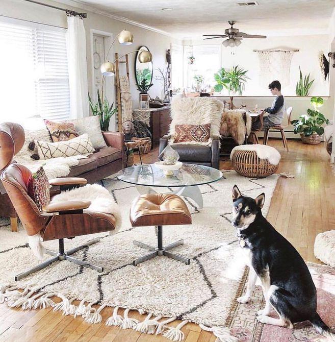 Sala de estar con silla reclinable y pelusa