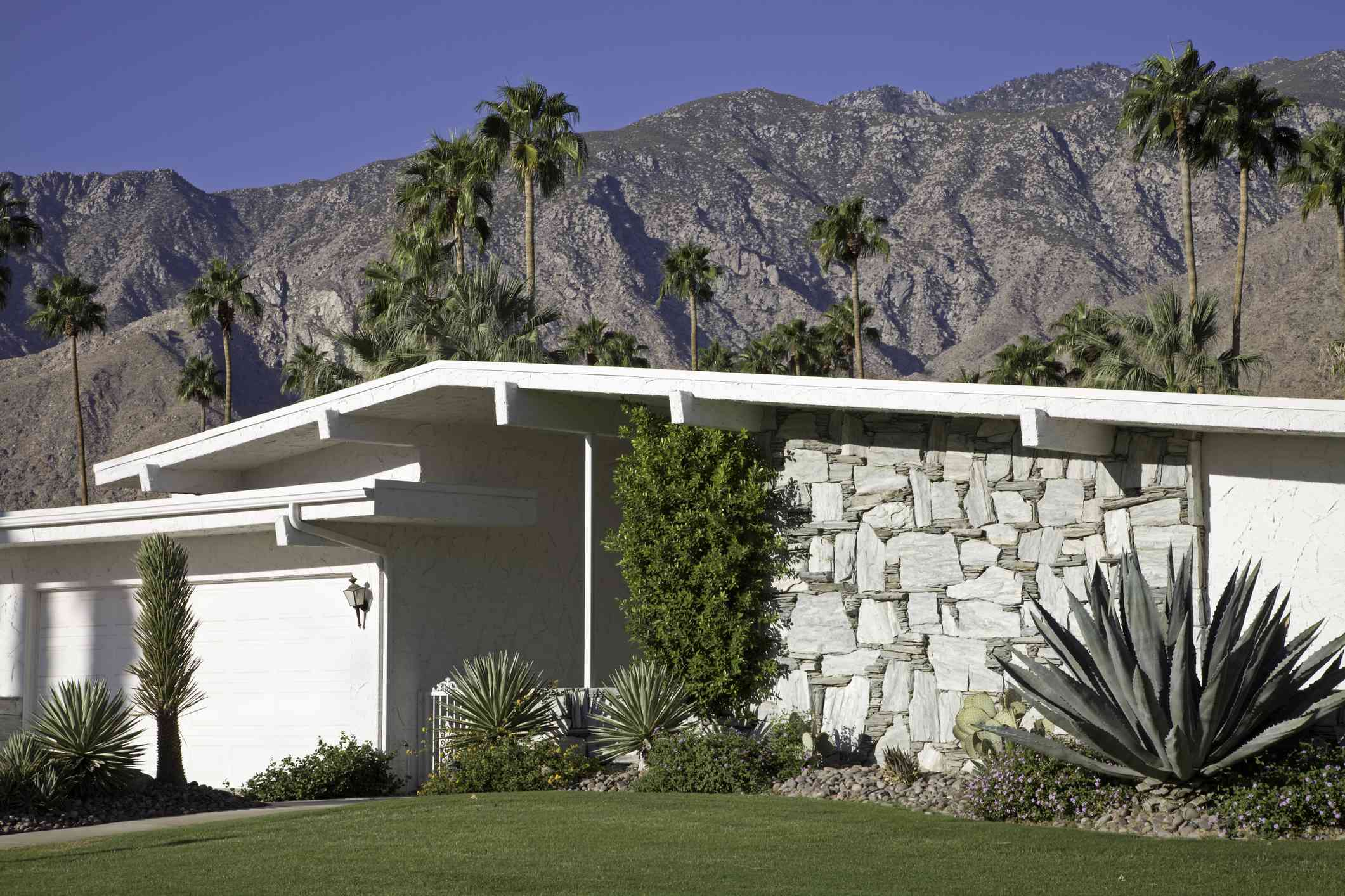 Mid-century modern house in Palm Springs