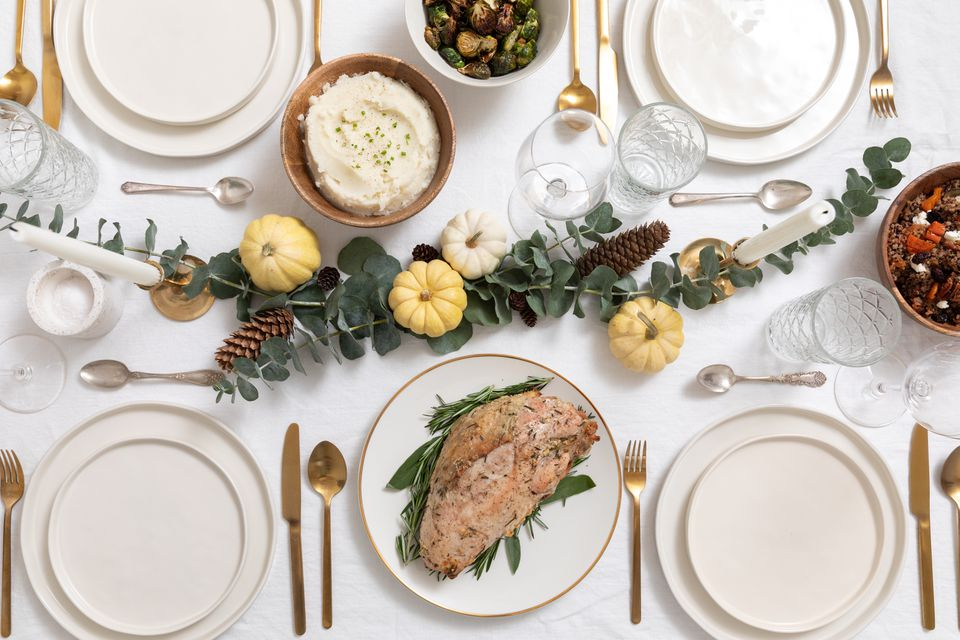 small Thanksgiving table scape