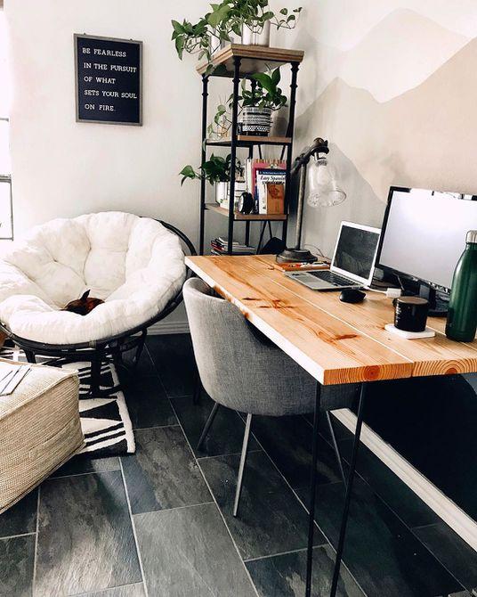 Oficina en casa con escritorio