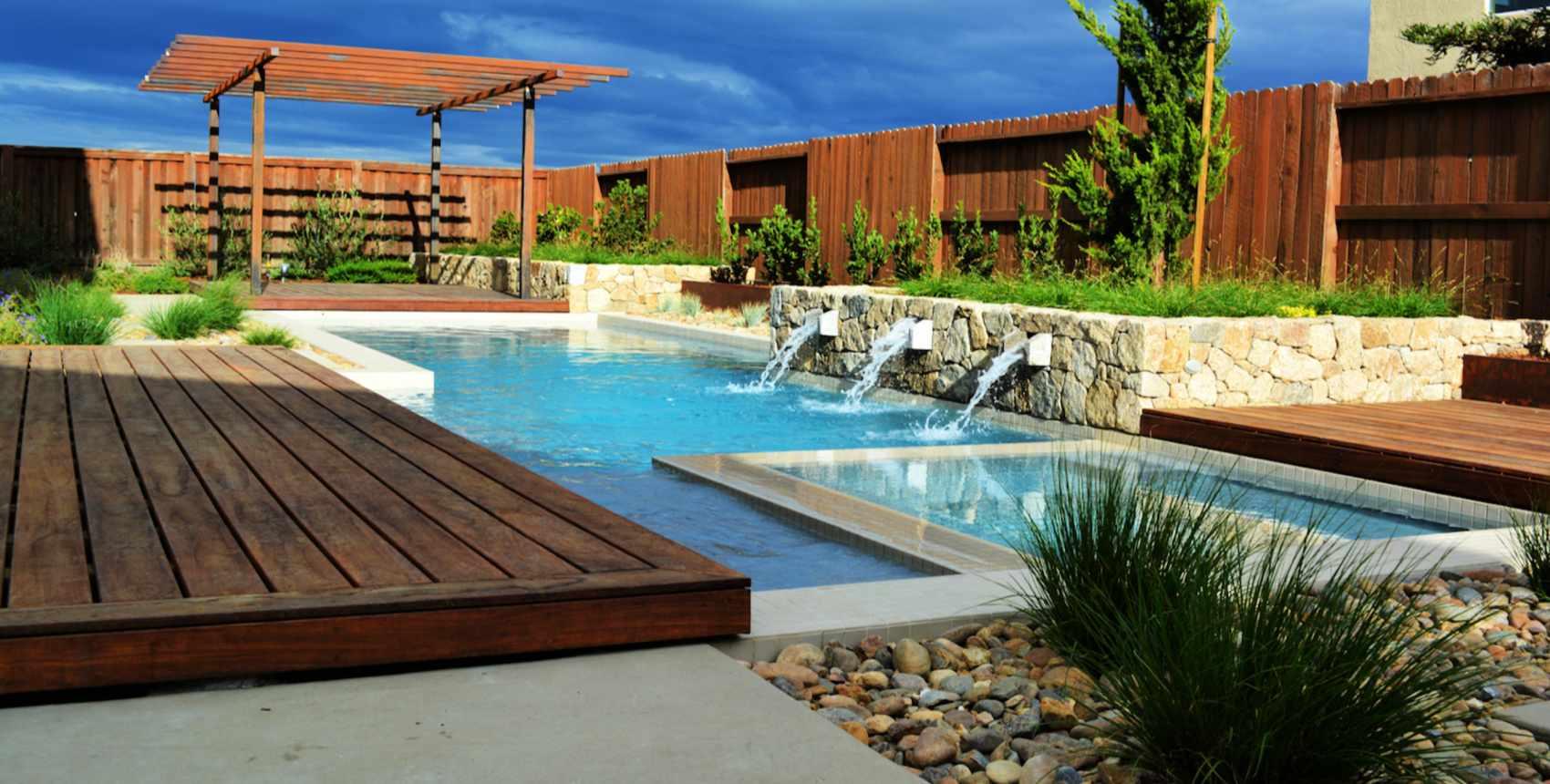 diseño de paisaje de piscina y spa