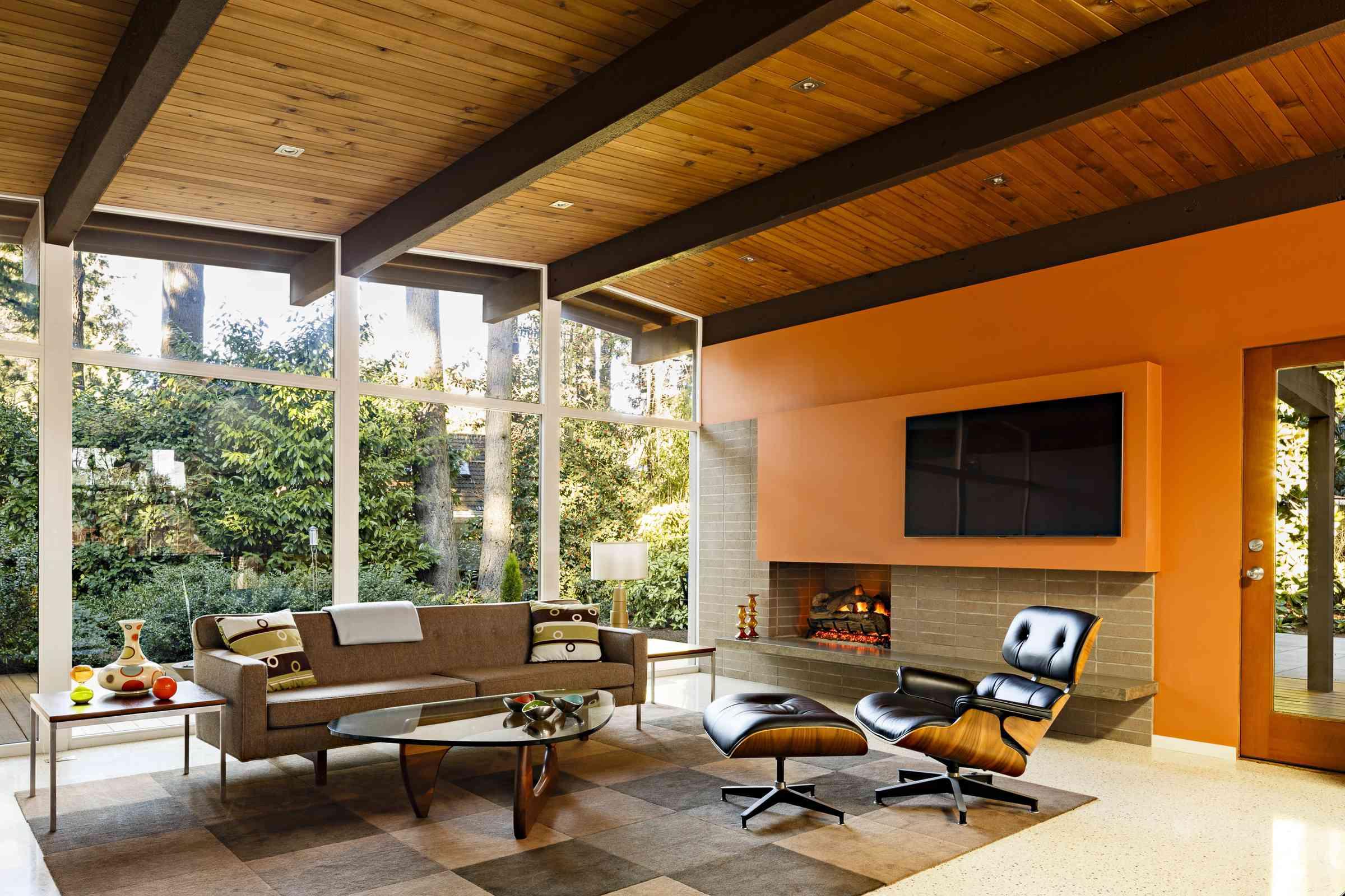 Sala de estar moderna de mediados de siglo