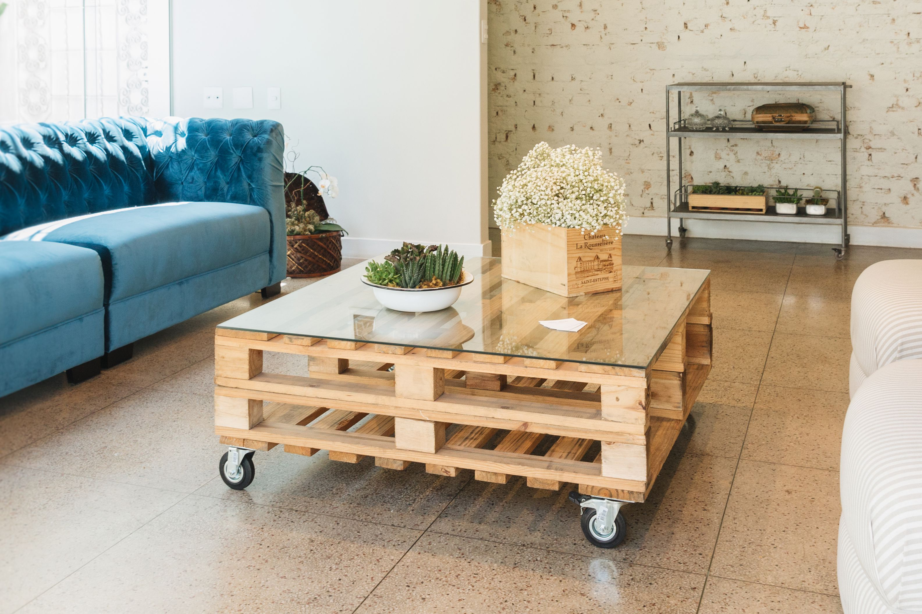16 Free Pallet Furniture Plans