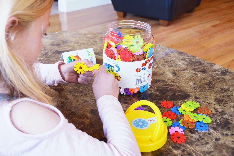 VIAHART Brain Flakes 500 Piece Interlocking Plastic Disc Set