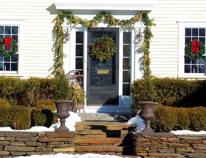 Hanging Christmas Decorations Outside.Outdoor Christmas Decorating With Trees And Foliage
