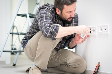 D.I.Y. fixing light socket wiring