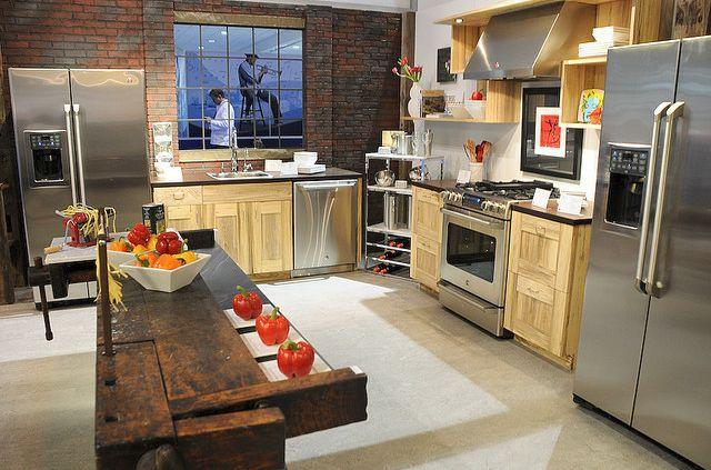 Remodelación de cocina de alta gama con pared de ladrillo