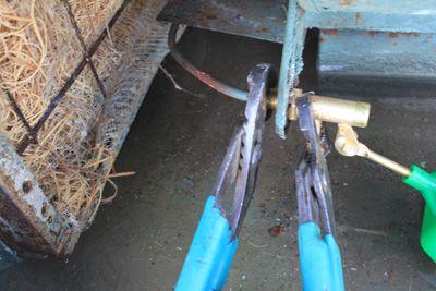 Conexión de una línea de agua del enfriador de pantano