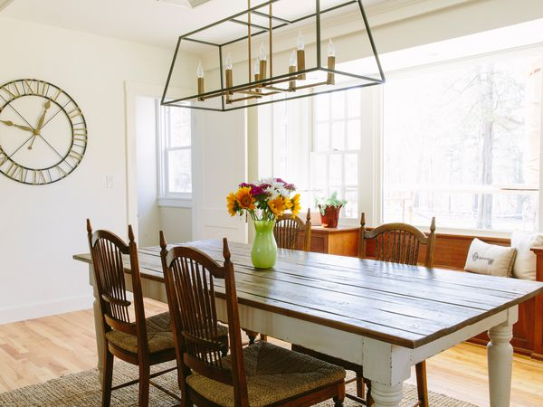 Hanging A Dining Room Chandelier At The, How High Should A Chandelier Be Over Dining Table