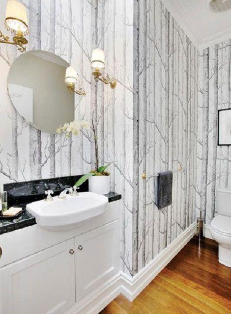 Papel tapiz de árbol en un baño