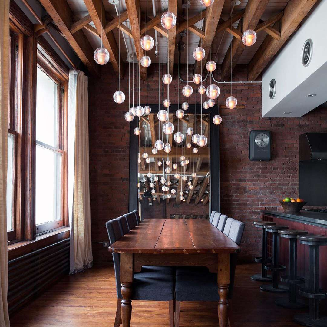 Restaurante interior con lámpara
