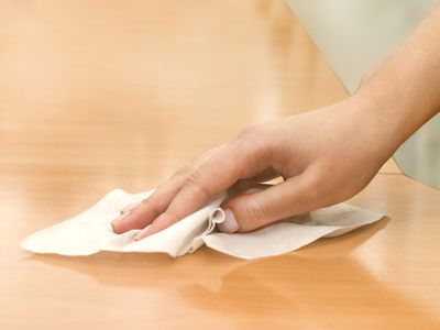 Cleaning table with wipe