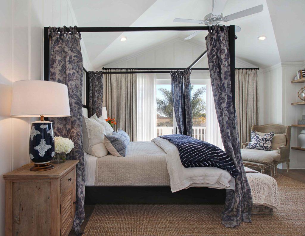 cama con dosel con cortinas
