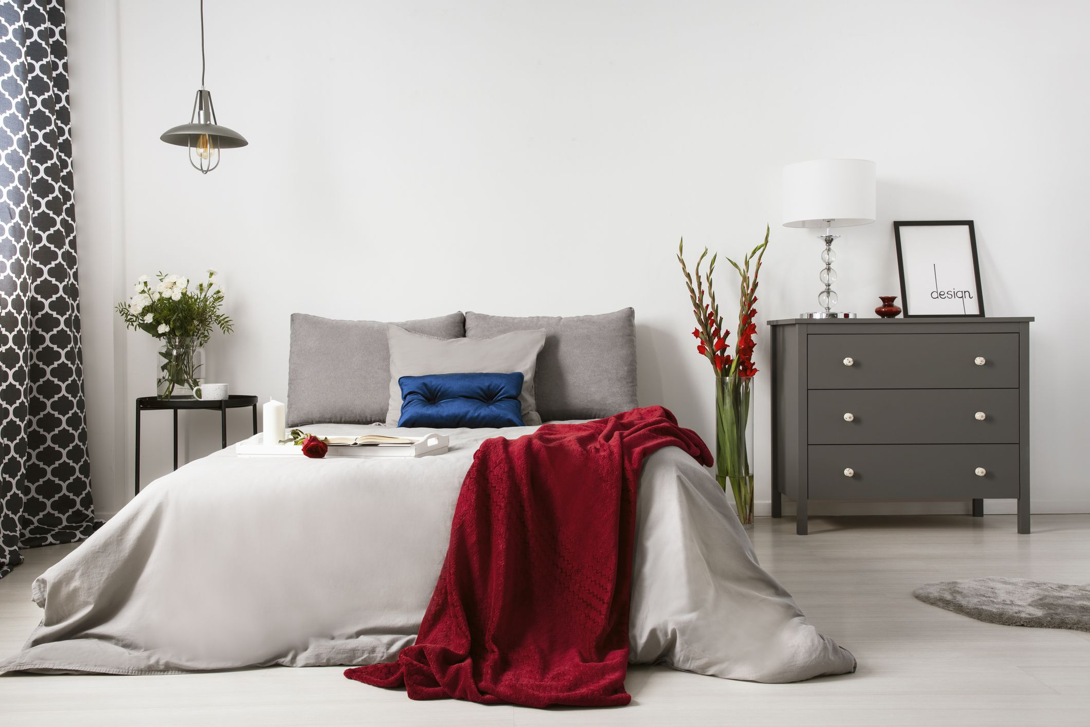 9 decorating tips for a romantic bedroom - Room decor for small rooms ...