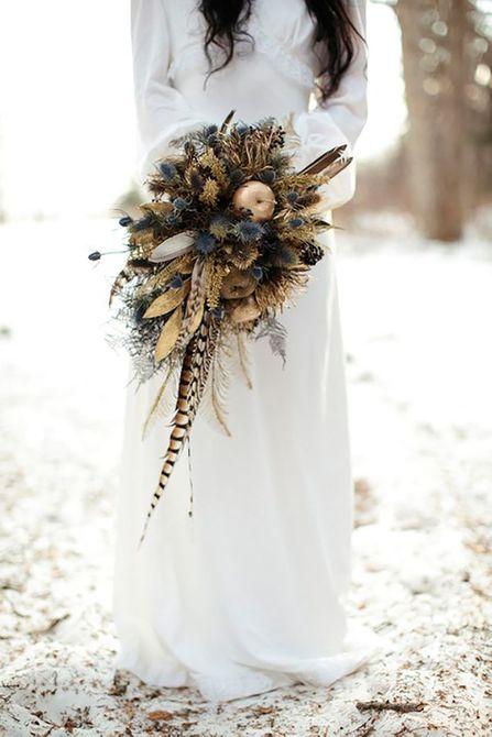 Plumas y cardo Winter Wedding Bouquet