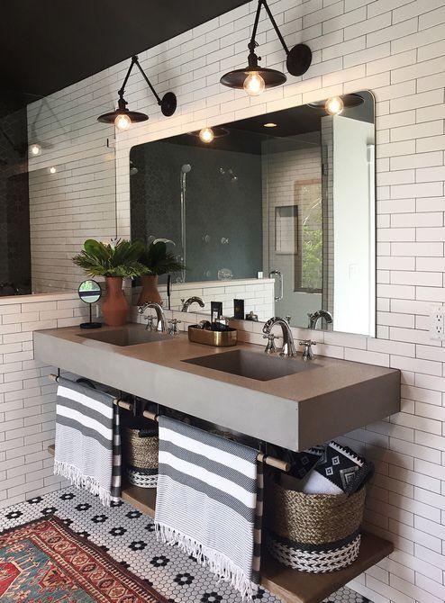 Baño con tocador y lavabo de cemento