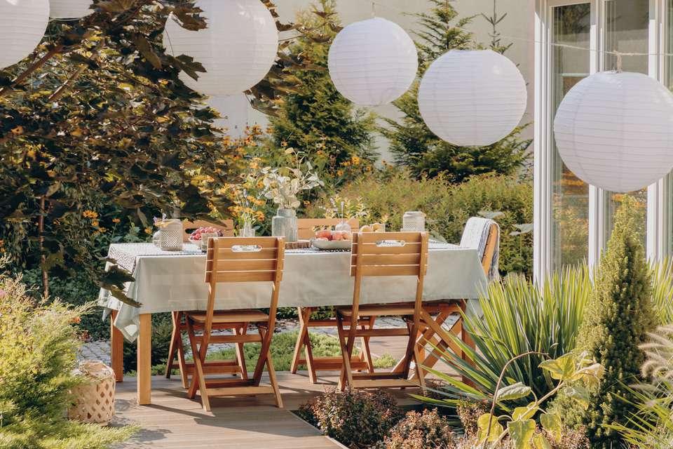 patio furniture and decor