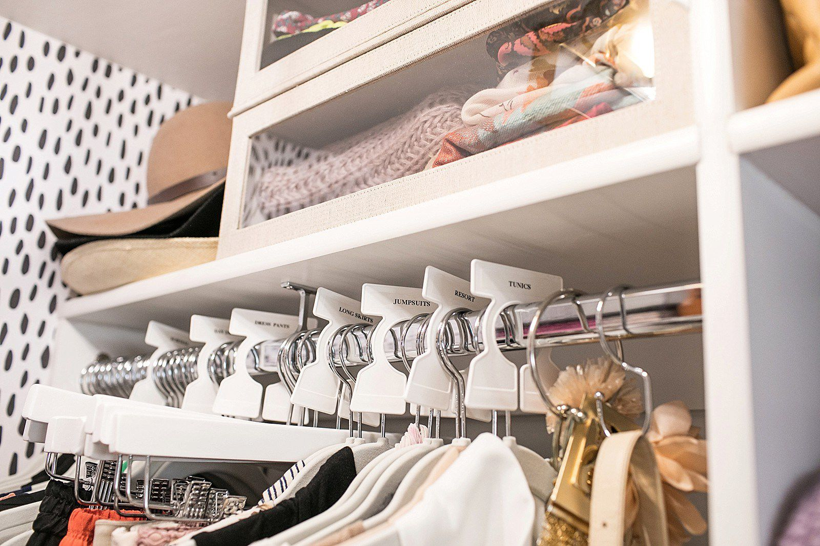 21 Best Small Walk-in Closet Storage Ideas for Bedrooms