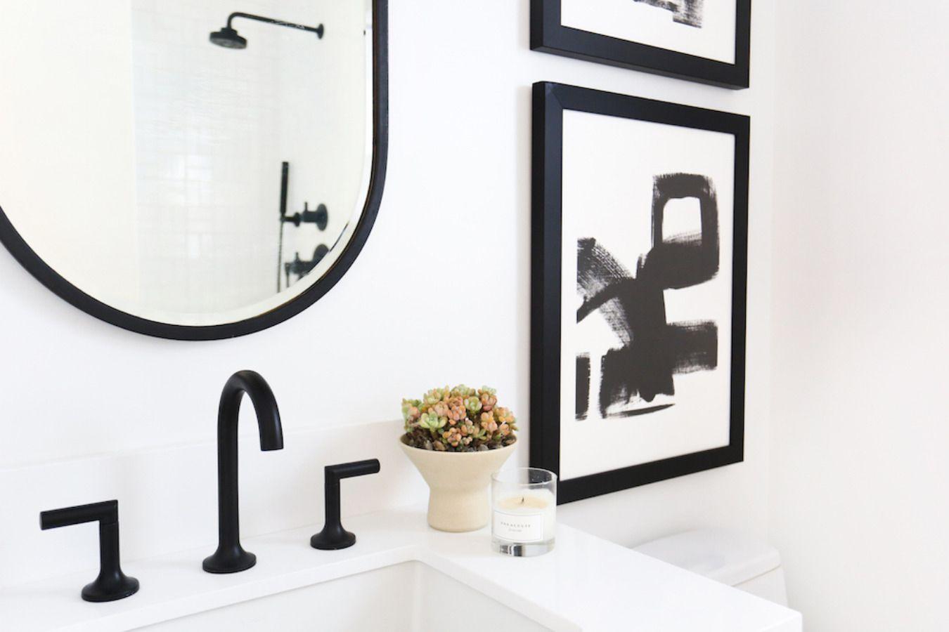 Black-Fixtures-and-Decorative-Accents-Small-Bathrooms