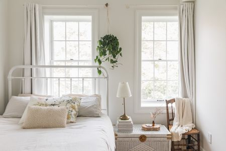 Feng Shui Tips For A Bed Under Window, Can Mirror Be Placed In Front Of Bed