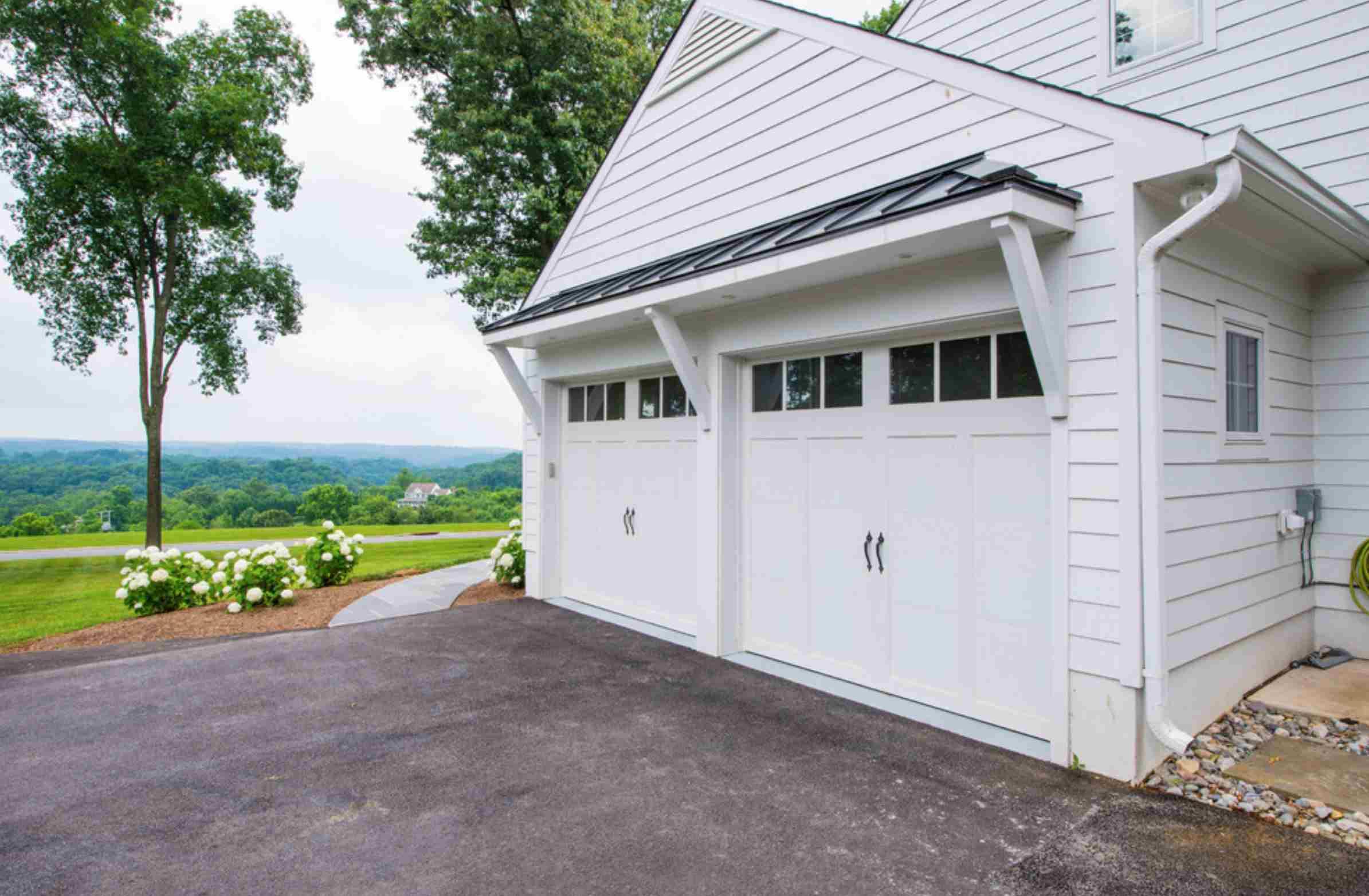 puertas de garaje blancas