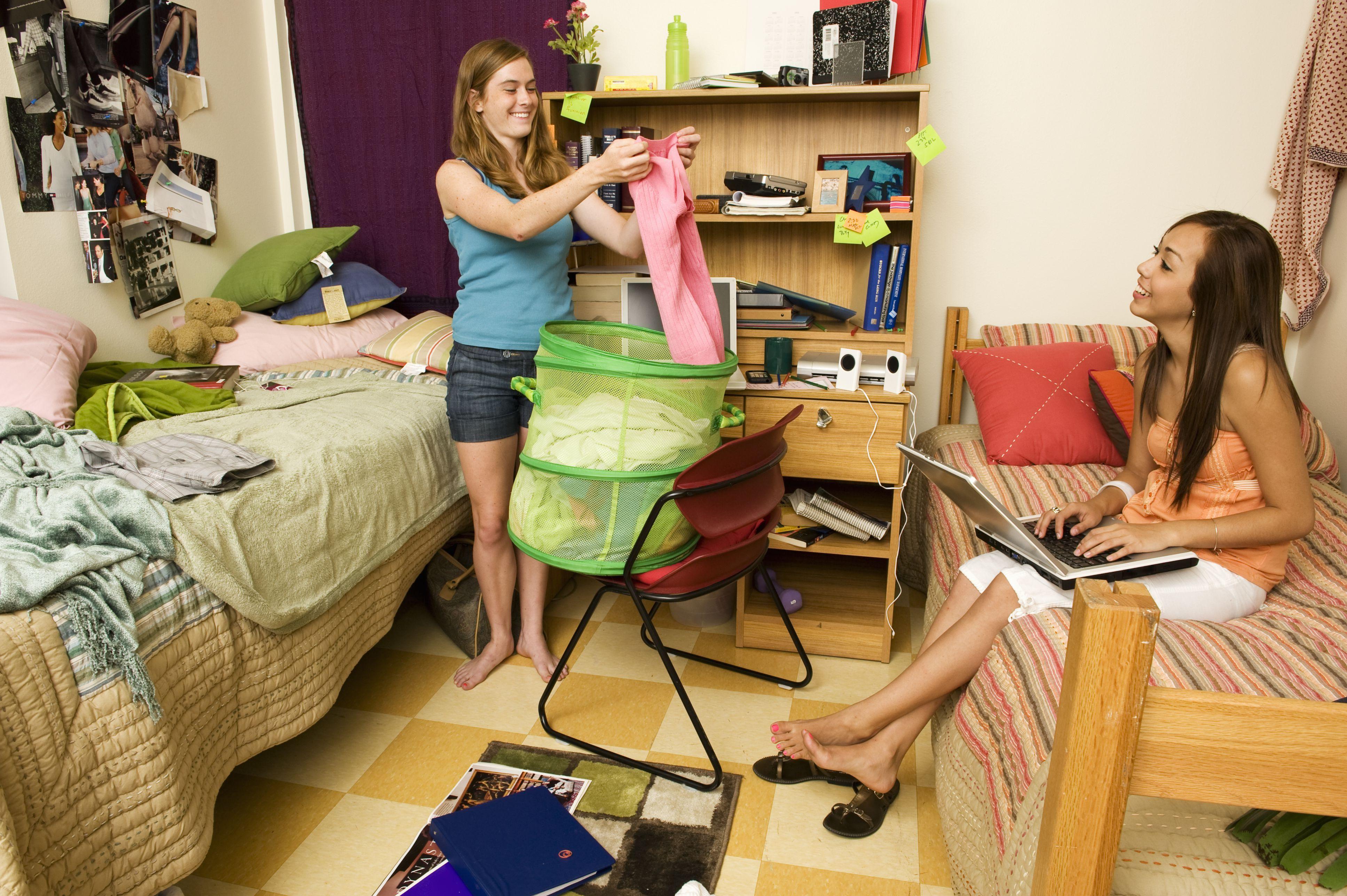 College Laundry Girls