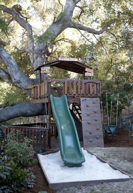 Casa en el árbol de la fortaleza del árbol