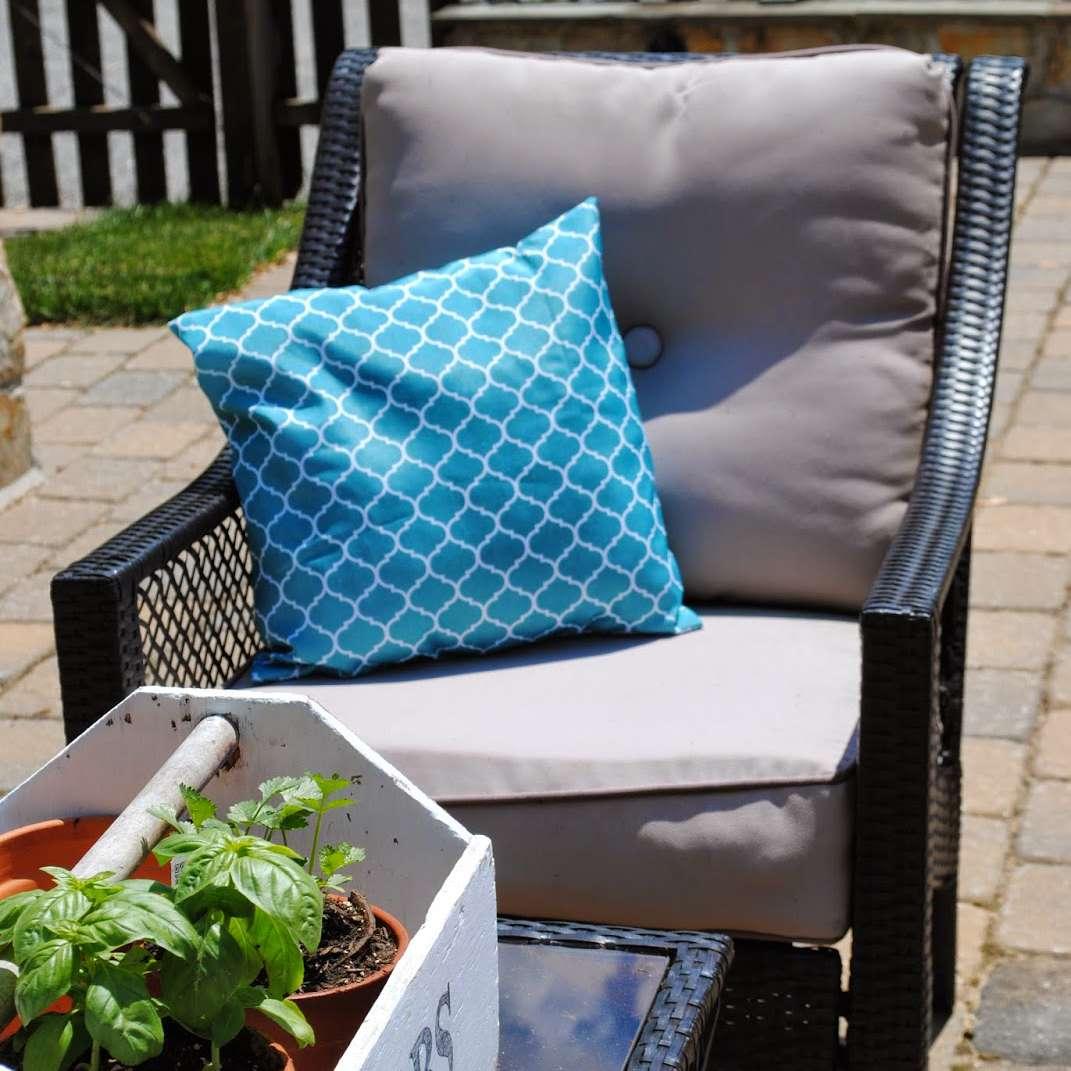 DIY outdoor patio pillows.