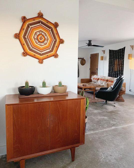 Sala de estar con decoración del sudoeste