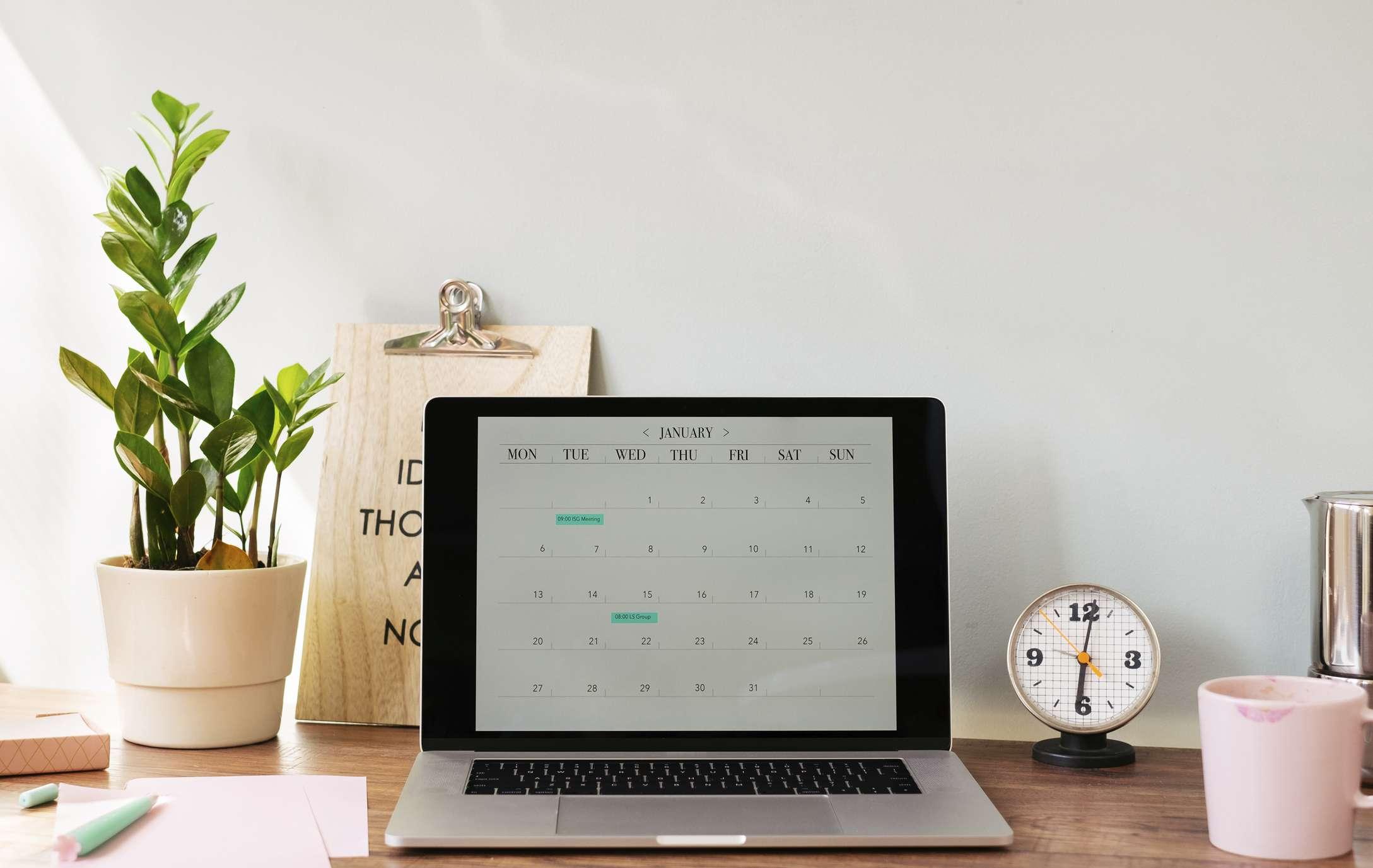 Computadora con calendario