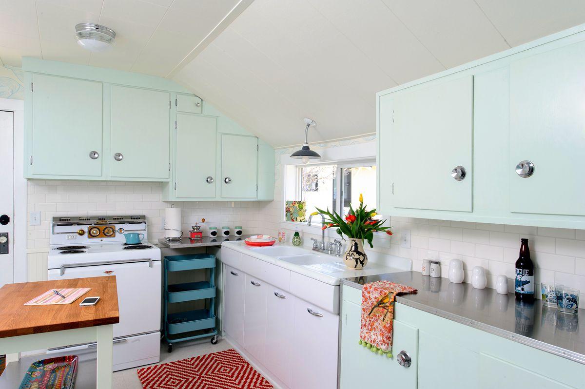 cocina inspirada en verde menta de mediados de siglo