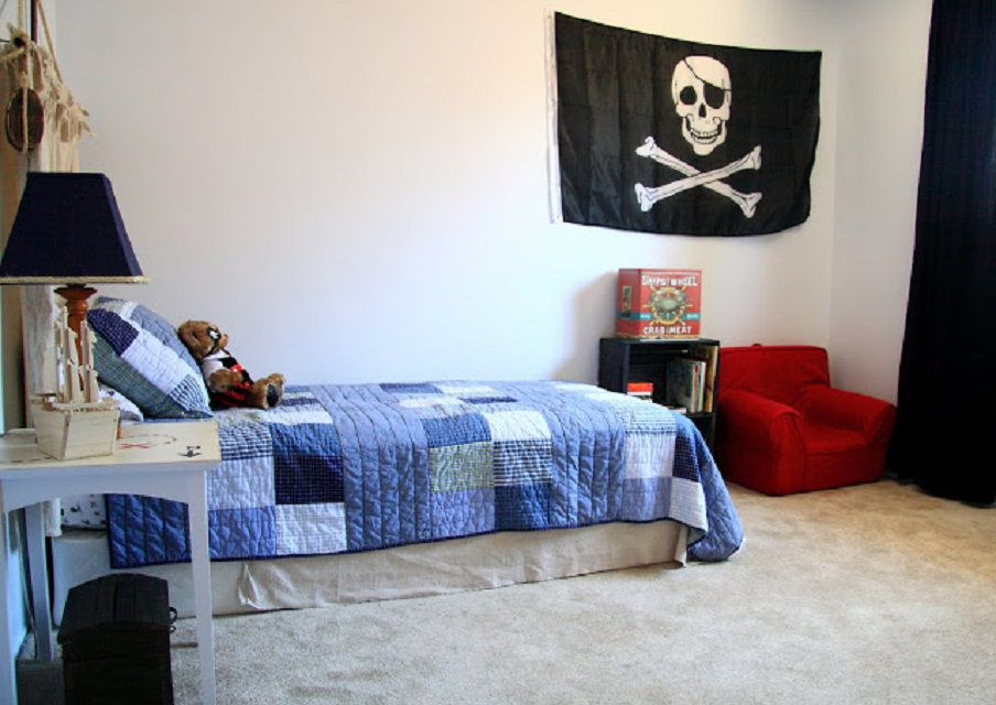 Before - Star Wars-Themed Boy's Bedroom Makeover